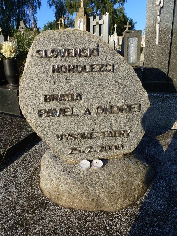 "Spomienkový kameň v Petrovej Vsi, foto: Peter ""Falk"" Čimbora"
